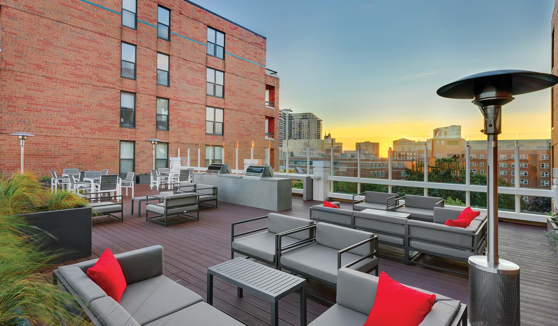 Chicago, IL Apartments for rent at Evanston Place Apartments - Social Deck