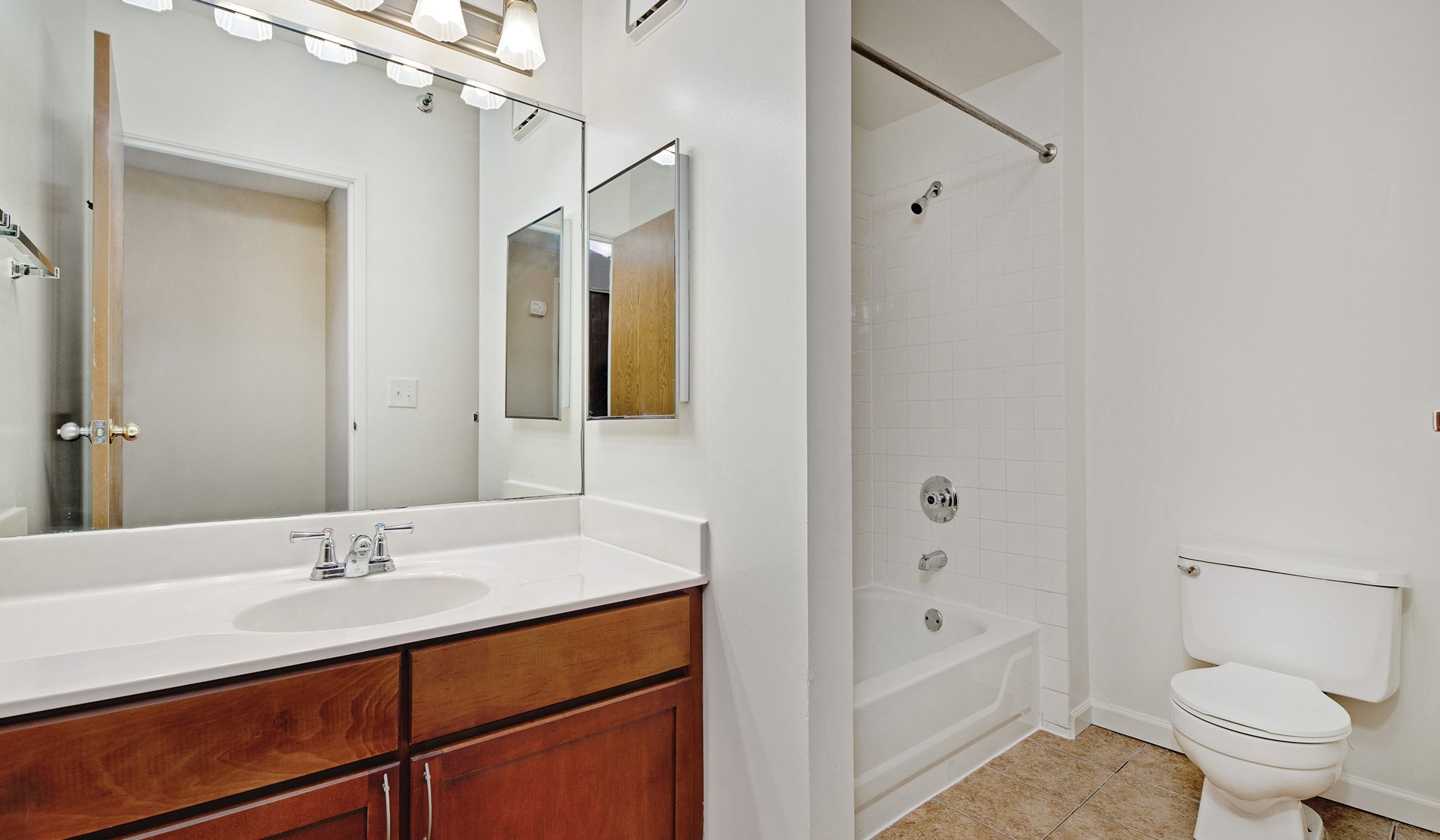 Evanston Place in Evanston, IL - Master Bathroom